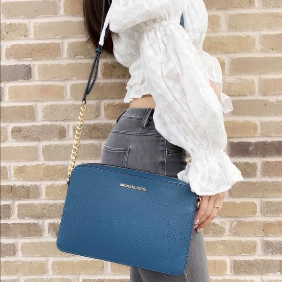 Michael Kors Handbags - 👜💕Michael Kors Large Crossbody Leather Blue